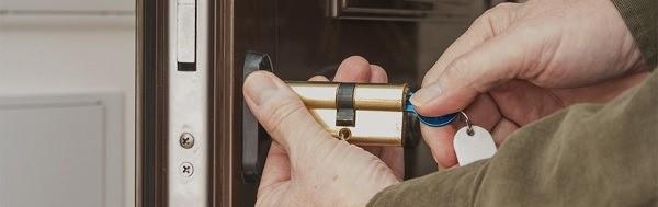تعویض-قفل-درب-ضد-سرقت