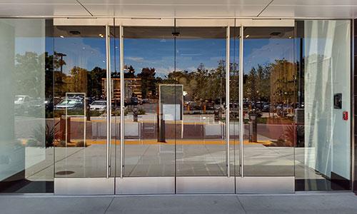 استفاده از درب اتوماتیک برای بانک ها